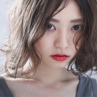 アンニュイほつれヘア 大人かわいい ミルクティーグレージュ ボブ ヘアスタイルや髪型の写真・画像