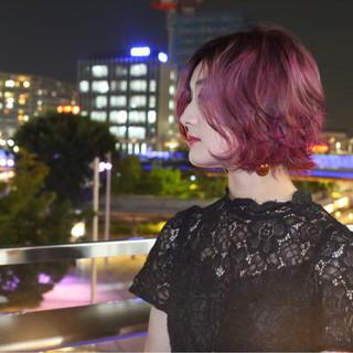 外ハネ ピンク ボルドー ボブ ヘアスタイルや髪型の写真・画像