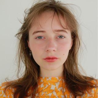 ミディアム 透明感 前髪パーマ ナチュラル ヘアスタイルや髪型の写真・画像