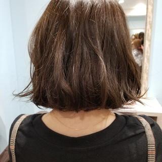 簡単 ウェーブ グレージュ ワンレングス ヘアスタイルや髪型の写真・画像