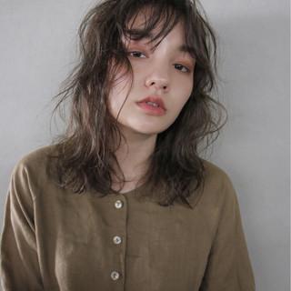 アンニュイ パーマ ミディアム 秋 ヘアスタイルや髪型の写真・画像