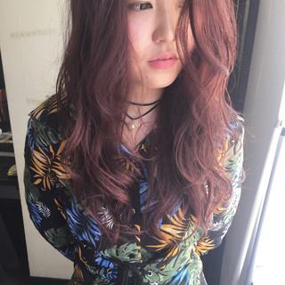 ロング ベリーピンク ピンク ナチュラル ヘアスタイルや髪型の写真・画像