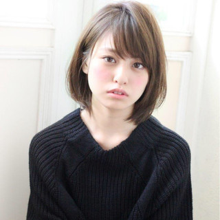 小顔 ベージュ 大人女子 アッシュ ヘアスタイルや髪型の写真・画像