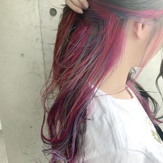 インナーカラーパープル インナーカラー セミロング ナチュラル ヘアスタイルや髪型の写真・画像