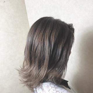 デート ミディアム アッシュ オフィス ヘアスタイルや髪型の写真・画像