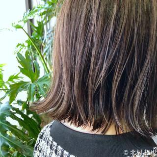 ナチュラル 極細ハイライト グレージュ ボブ ヘアスタイルや髪型の写真・画像