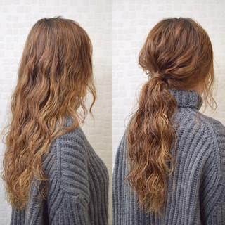 ヘアアレンジ 波ウェーブ 大人かわいい パーマ ヘアスタイルや髪型の写真・画像