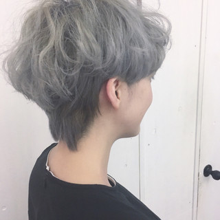 シルバーアッシュ ホワイトアッシュ グレー ストリート ヘアスタイルや髪型の写真・画像