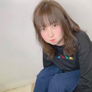 フェミニン ミルクティーベージュ 透明感カラー 似合わせカット ヘアスタイルや髪型の写真・画像