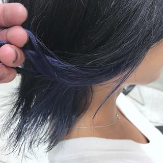 暗髪 ストリート ミディアム ブルーアッシュ ヘアスタイルや髪型の写真・画像