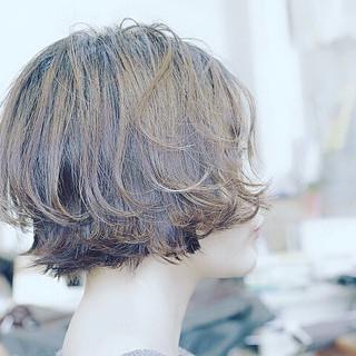 ショートヘア ガーリー ショートボブ ベージュ ヘアスタイルや髪型の写真・画像