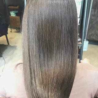 ブリーチなし セミロング ミルクティー ミルクティーグレージュ ヘアスタイルや髪型の写真・画像