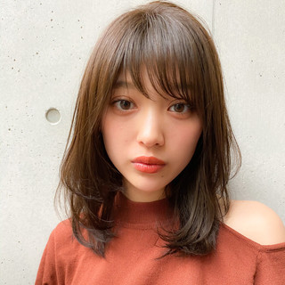 ミディアム 毛先パーマ レイヤーカット 色気 ヘアスタイルや髪型の写真・画像