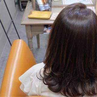セミロング リラックス オフィス 女子会 ヘアスタイルや髪型の写真・画像