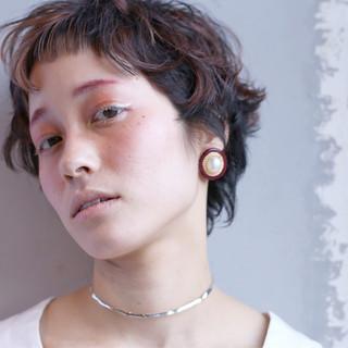 パーマ グラデーションカラー ナチュラル アッシュ ヘアスタイルや髪型の写真・画像