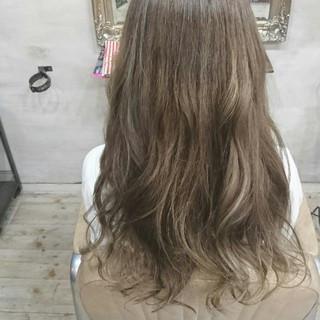 ブルージュ アッシュ 透明感 ナチュラル ヘアスタイルや髪型の写真・画像
