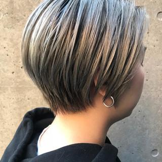 ショートボブ アッシュ グレージュ ストリート ヘアスタイルや髪型の写真・画像