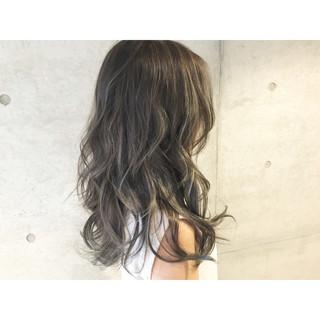 外国人風 セミロング ストリート アッシュ ヘアスタイルや髪型の写真・画像