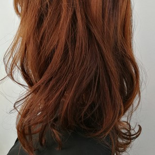 ウェーブ ロング 前髪あり カッパー ヘアスタイルや髪型の写真・画像
