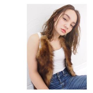 ニュアンス ストリート くせ毛風 ミディアム ヘアスタイルや髪型の写真・画像