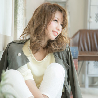 セミロング パーマ アッシュグレージュ 透明感 ヘアスタイルや髪型の写真・画像