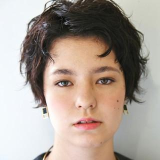 ショート 外国人風 マニッシュ 暗髪 ヘアスタイルや髪型の写真・画像 ヘアスタイルや髪型の写真・画像
