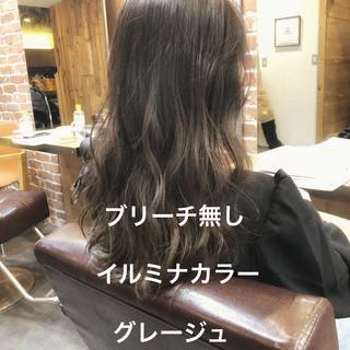 イルミナカラー ロング ナチュラル ラベンダーアッシュ ヘアスタイルや髪型の写真・画像