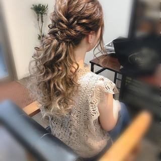 ロング ヘアセット ねじり ローポニー ヘアスタイルや髪型の写真・画像