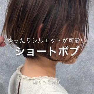 ミニボブ ボブ 縮毛矯正 耳掛けショート ヘアスタイルや髪型の写真・画像