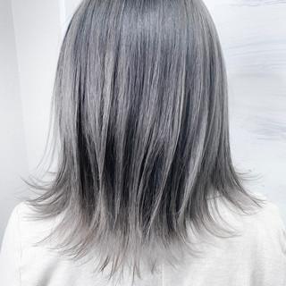 ハイライト ボブ デザインカラー ホワイトシルバー ヘアスタイルや髪型の写真・画像 ヘアスタイルや髪型の写真・画像