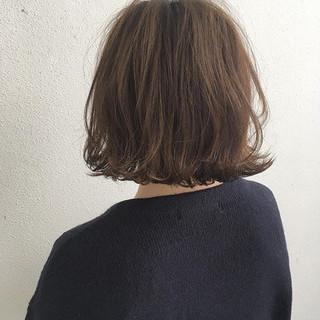 外ハネ ナチュラル 切りっぱなし ハイライト ヘアスタイルや髪型の写真・画像
