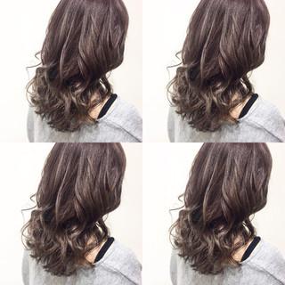 ガーリー ハイライト セミロング アッシュ ヘアスタイルや髪型の写真・画像