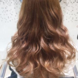 アッシュベージュ フェミニン ゆるふわ ロング ヘアスタイルや髪型の写真・画像