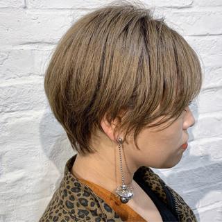 ブリーチ必須 ミルクティーベージュ 小顔ショート ナチュラル ヘアスタイルや髪型の写真・画像