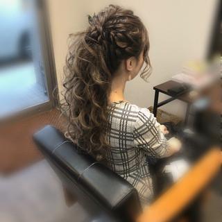 ポニーテールアレンジ フェミニン ロング ねじり ヘアスタイルや髪型の写真・画像