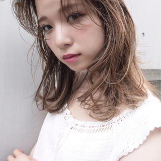 ハイライト 秋 透明感 外国人風 ヘアスタイルや髪型の写真・画像 ヘアスタイルや髪型の写真・画像