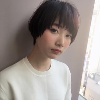小顔 ショート ナチュラル こなれ感 ヘアスタイルや髪型の写真・画像