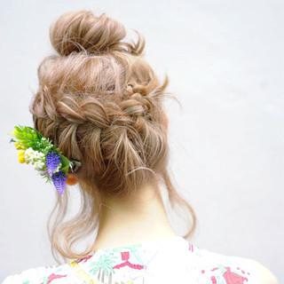 ショート 簡単ヘアアレンジ ハイライト フェミニン ヘアスタイルや髪型の写真・画像 ヘアスタイルや髪型の写真・画像