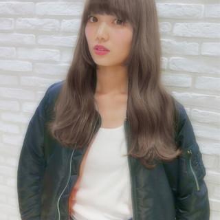 外国人風 暗髪 グレージュ アッシュ ヘアスタイルや髪型の写真・画像