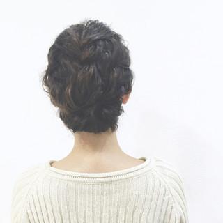 フィッシュボーン ショート 大人かわいい ツイスト ヘアスタイルや髪型の写真・画像 ヘアスタイルや髪型の写真・画像