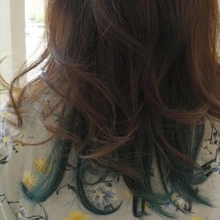 ミディアム ガーリー グレージュ インナーカラー ヘアスタイルや髪型の写真・画像