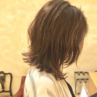 外ハネボブ ミディアム くびれボブ ミディアムレイヤー ヘアスタイルや髪型の写真・画像