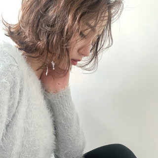 大人カジュアル カーキアッシュ ナチュラル ニュアンスヘア ヘアスタイルや髪型の写真・画像