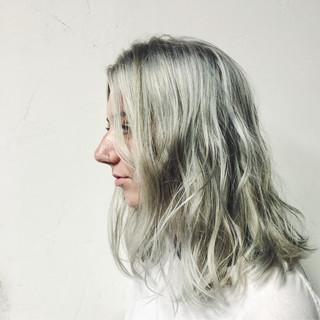 アッシュ ハイライト グレージュ モード ヘアスタイルや髪型の写真・画像 ヘアスタイルや髪型の写真・画像