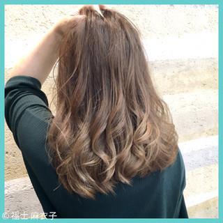 ハイライト ゆるふわ グラデーションカラー セミロング ヘアスタイルや髪型の写真・画像