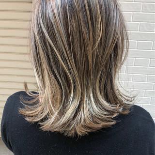 ボブ グレージュ 外国人風 3Dカラー ヘアスタイルや髪型の写真・画像 ヘアスタイルや髪型の写真・画像