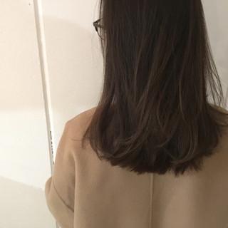 アッシュ ナチュラル セミロング 大人かわいい ヘアスタイルや髪型の写真・画像