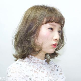大人かわいい ガーリー ハイトーン ミディアム ヘアスタイルや髪型の写真・画像