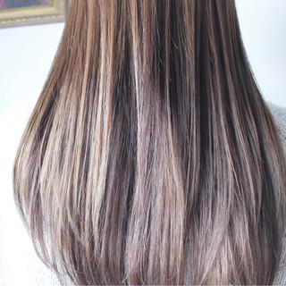 シルバー ロング グレージュ シルバーアッシュ ヘアスタイルや髪型の写真・画像 ヘアスタイルや髪型の写真・画像