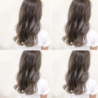 大人かわいい セミロング 秋 アッシュグレージュ ヘアスタイルや髪型の写真・画像